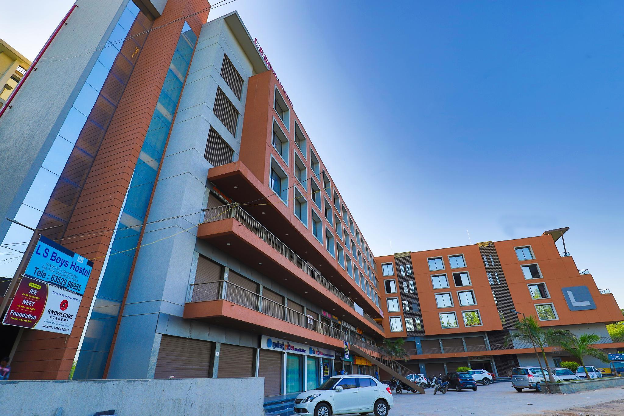 OYO 22254 Hotel Royal Square, Kheda