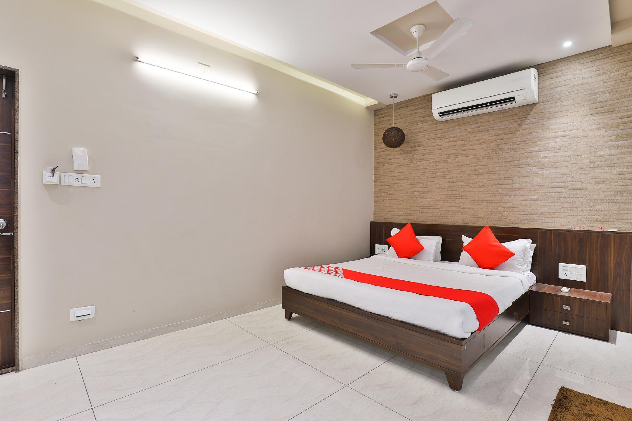 OYO 24028 Hotel Om Palace & Party Plot, Bhavnagar