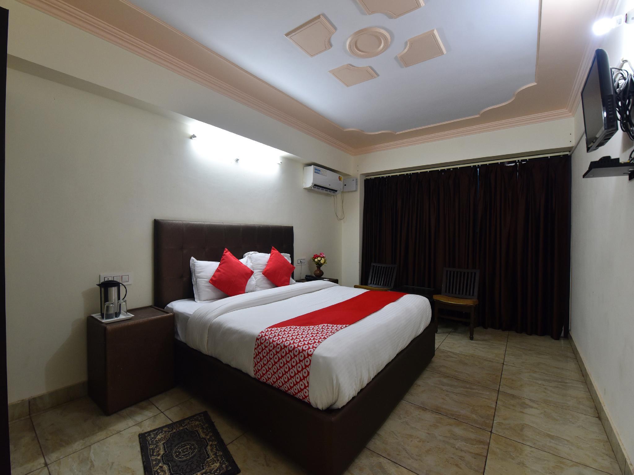 OYO 28555 Sandalee Comforts, Mandi