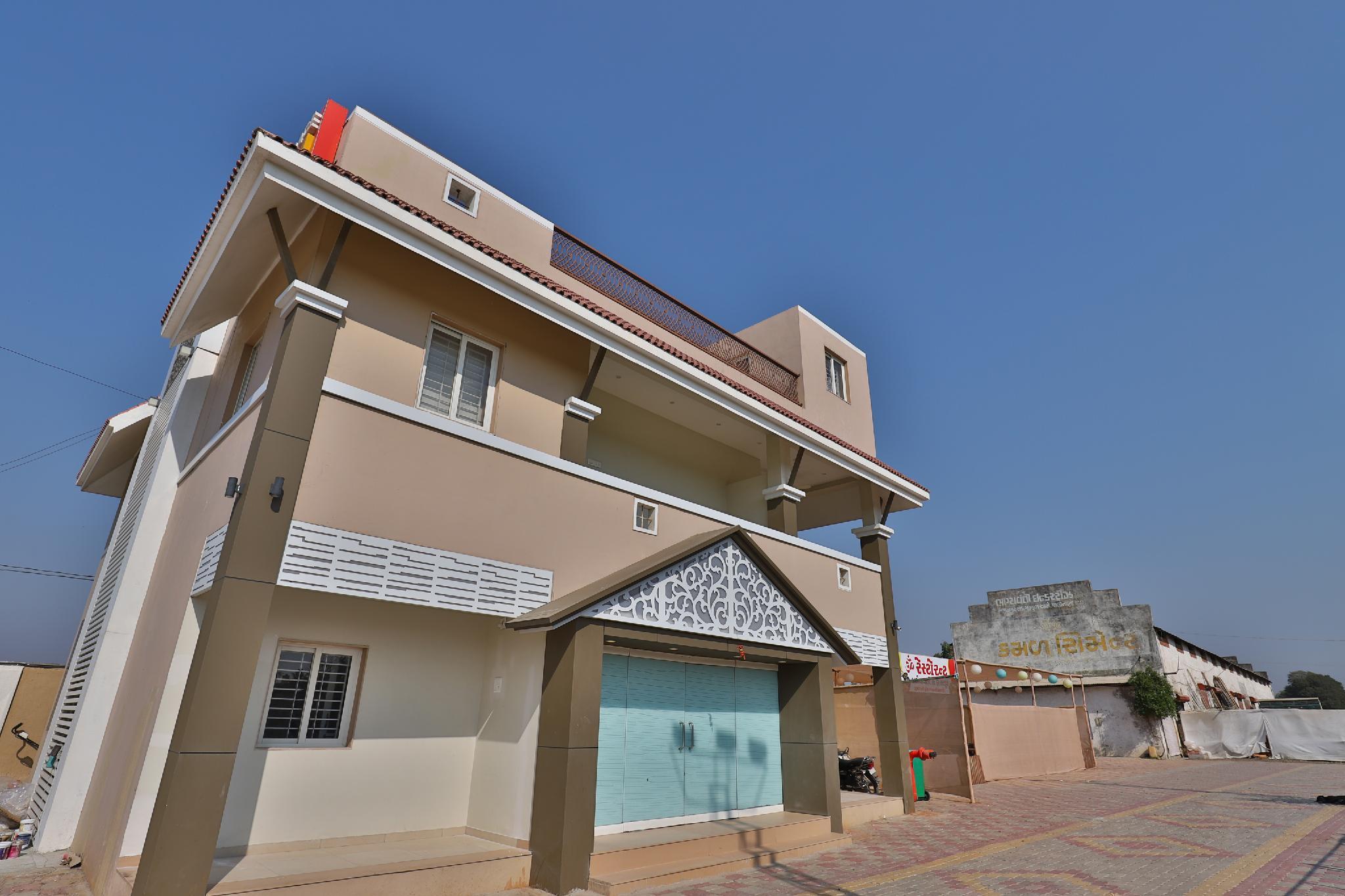OYO 26945 Hotel Om Palace And Party Plot, Bhavnagar