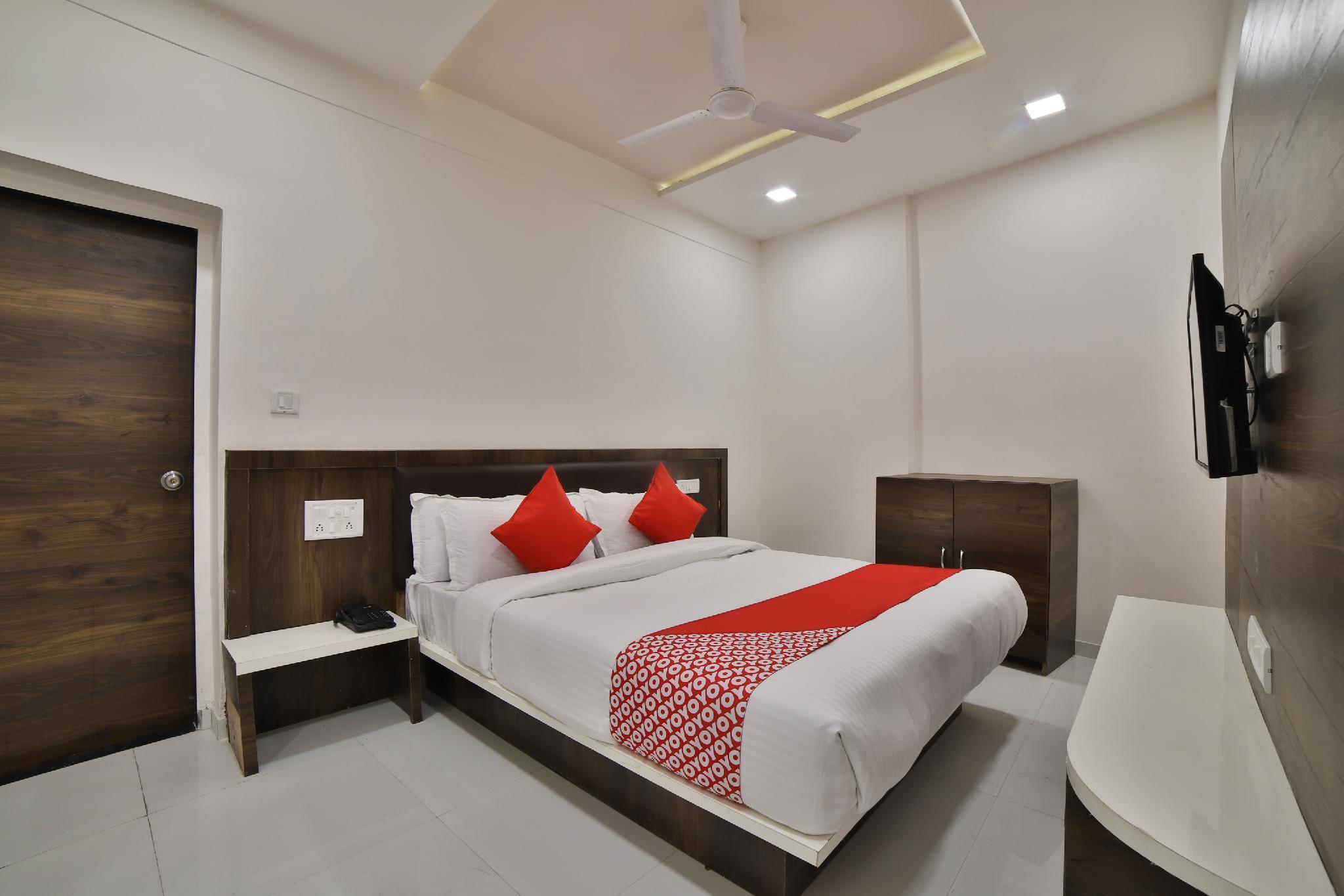OYO 27031 Hotel Maan Palace, Gandhinagar