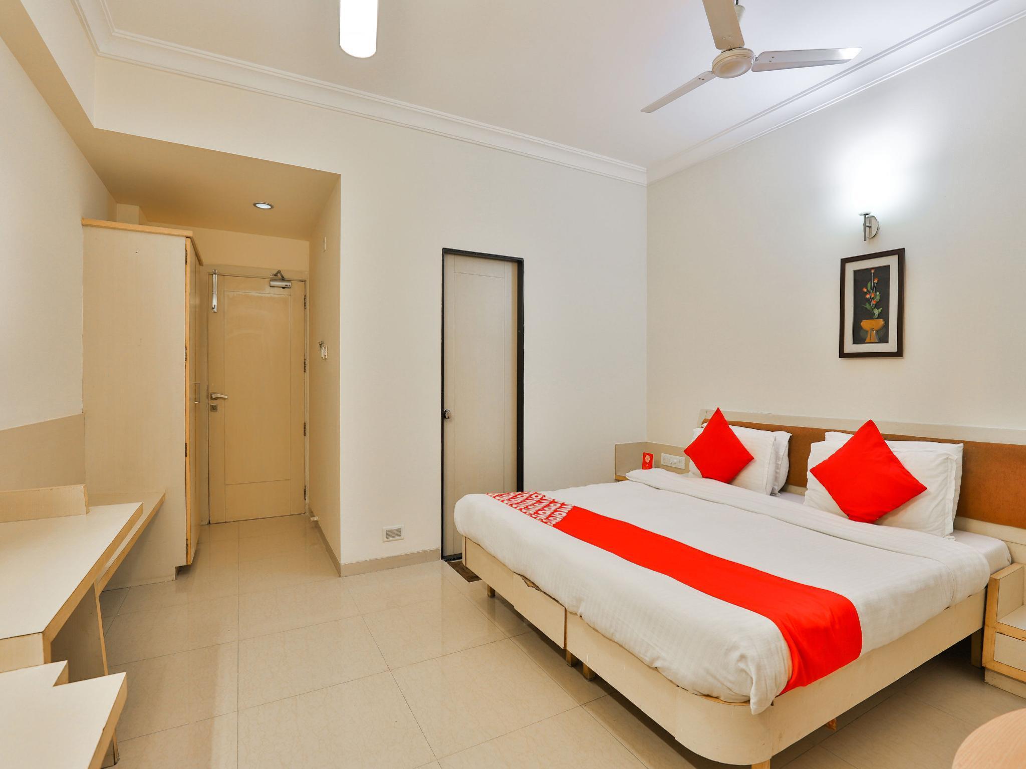 OYO 18373 Hotel Europa Inn, Rajkot