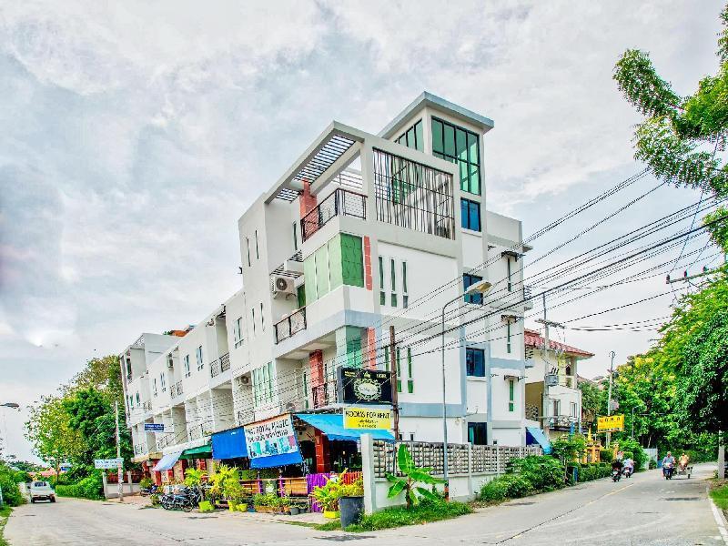 泰國橘色魔幻旅館