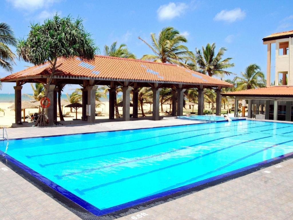 Dolphin Beach Hotel Negombo
