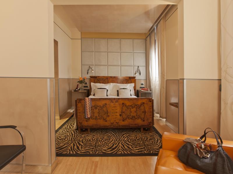 http://pix6.agoda.net/hotelImages/683/68350/68350_16061618580043670109.jpg