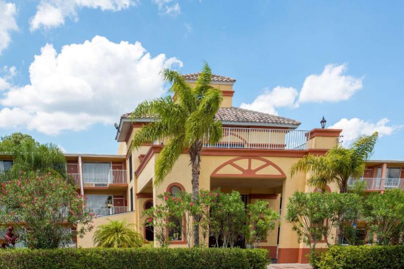 熱帶棕櫚基西米豪生飯店