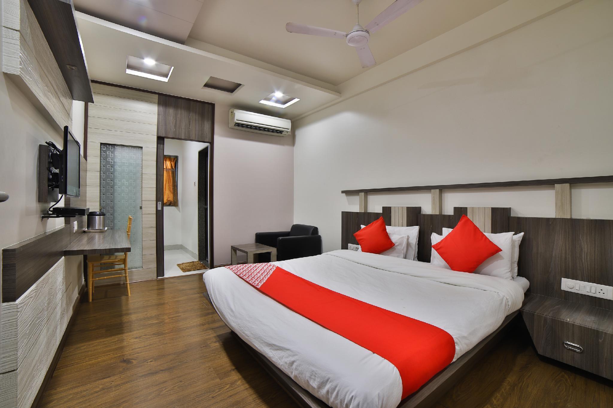 OYO 29341 Hotel Princess, Bharuch