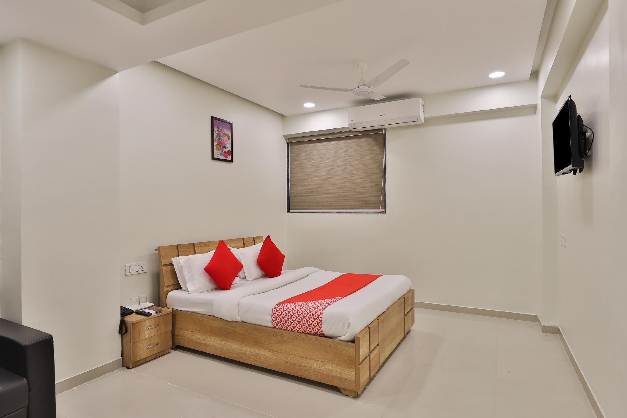 OYO 12462 Hotel Shiv Inn, Gandhinagar