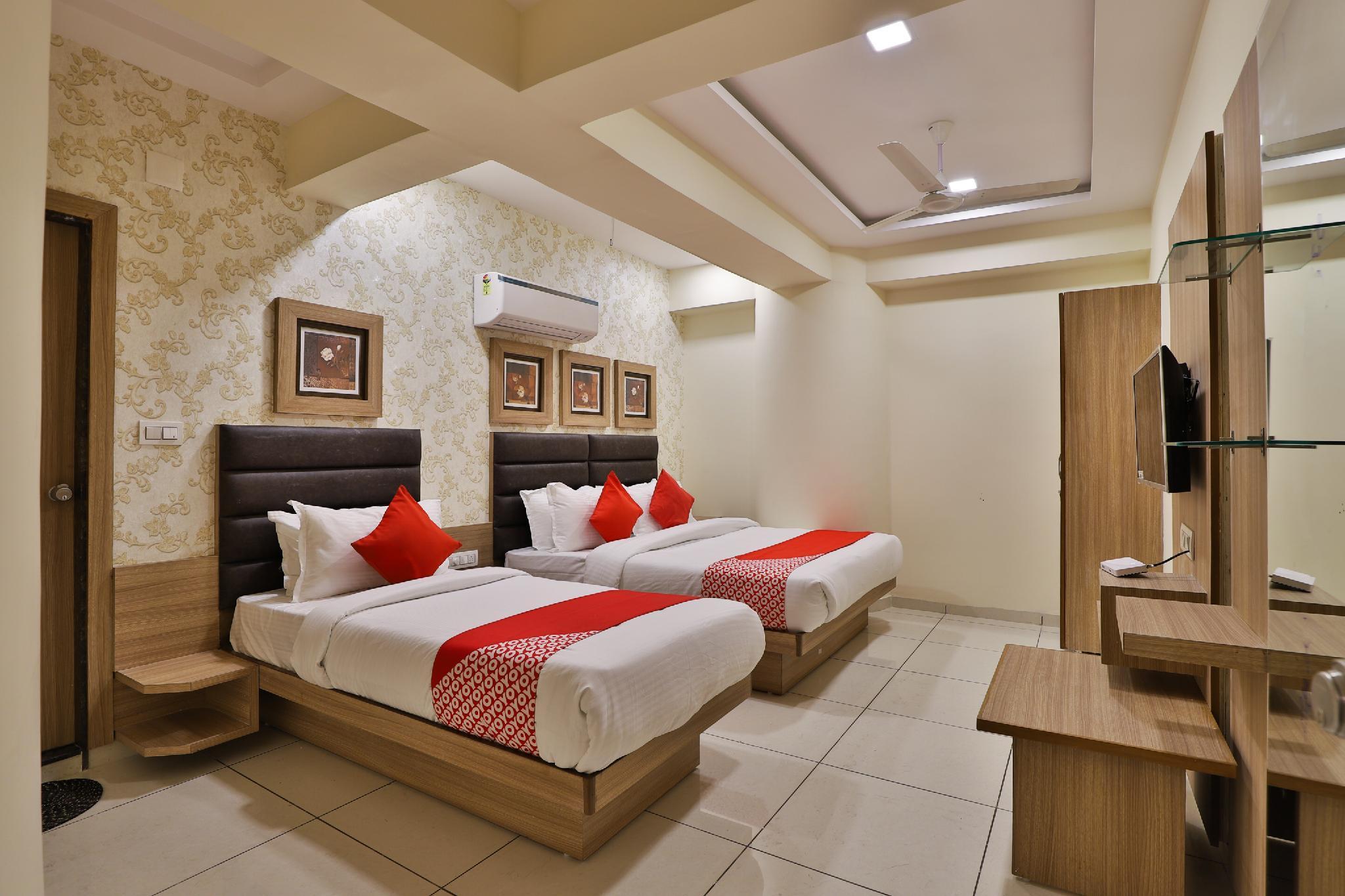 OYO 30468 Hotel Rr, Gandhinagar