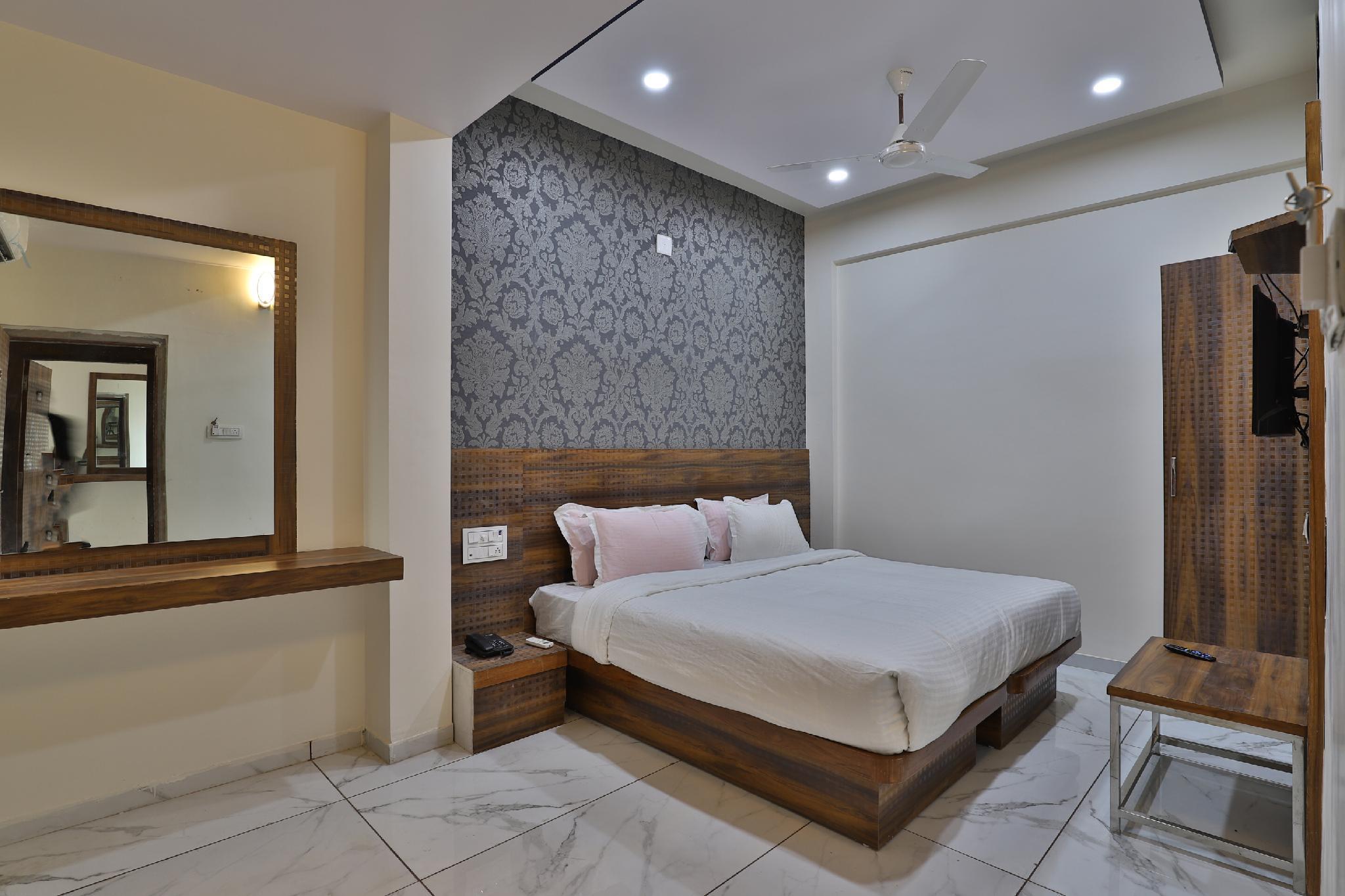 SPOT ON 36117 Hotel Parivar, Gandhinagar