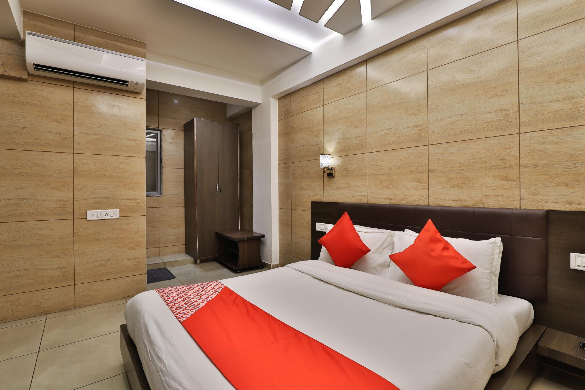 OYO 32859 Hotel Bonsoir, Gandhinagar