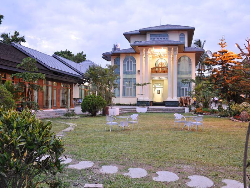 Palm Spring Resort, Myitkyina