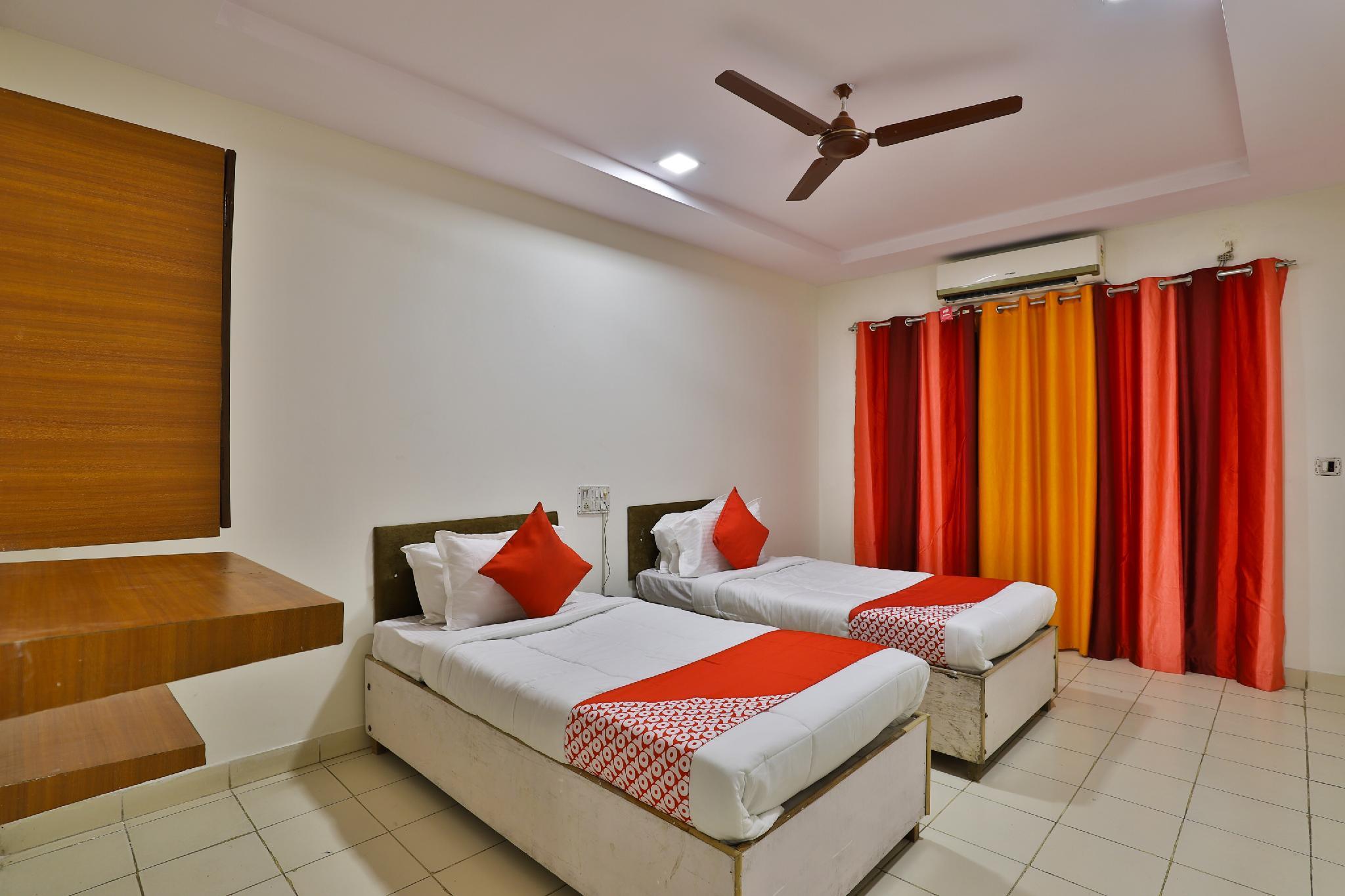 OYO 29275 Hotel Mayura, Bharuch