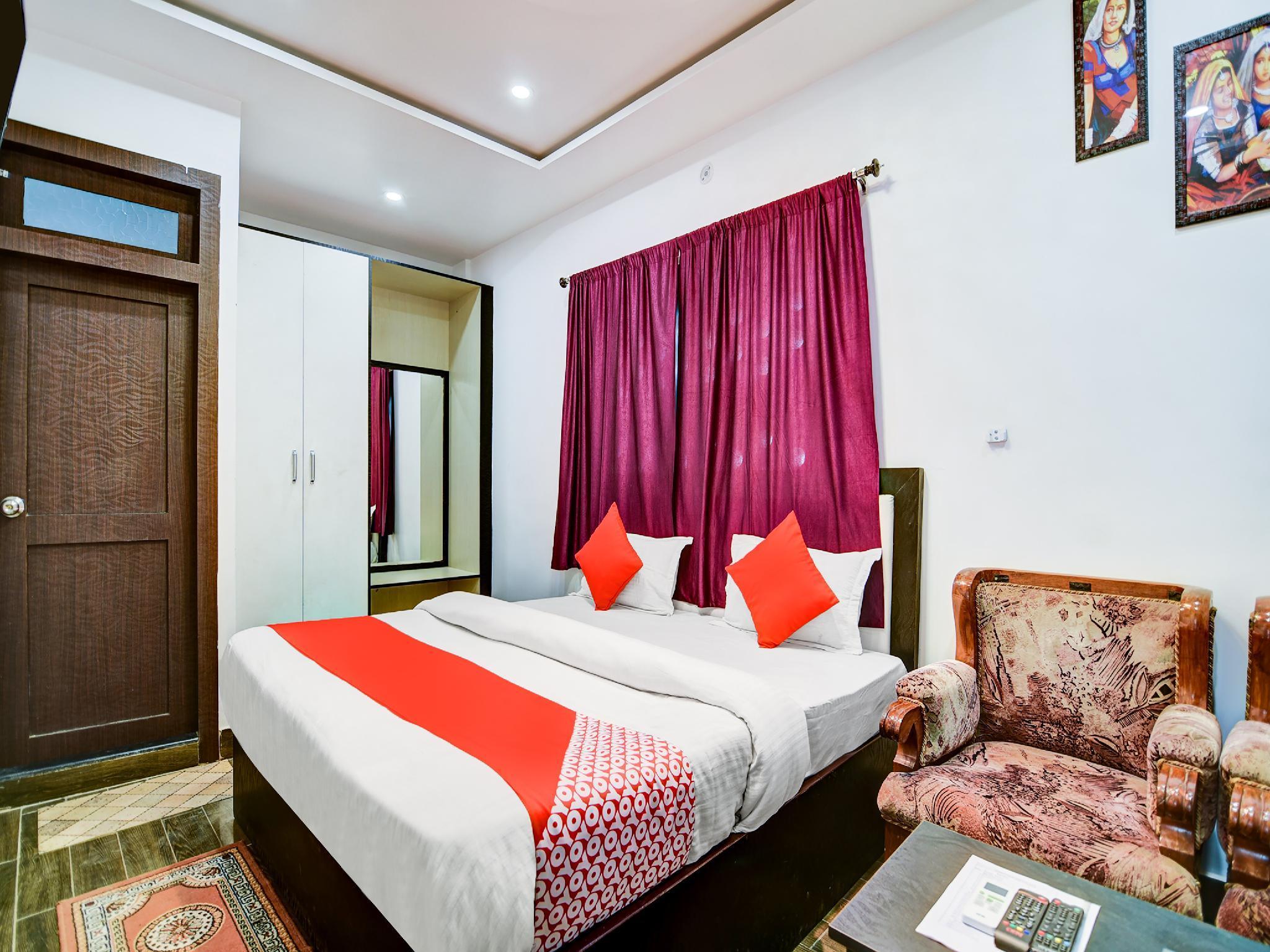 OYO 38853 S Sumangalam Palace, Sultanpur