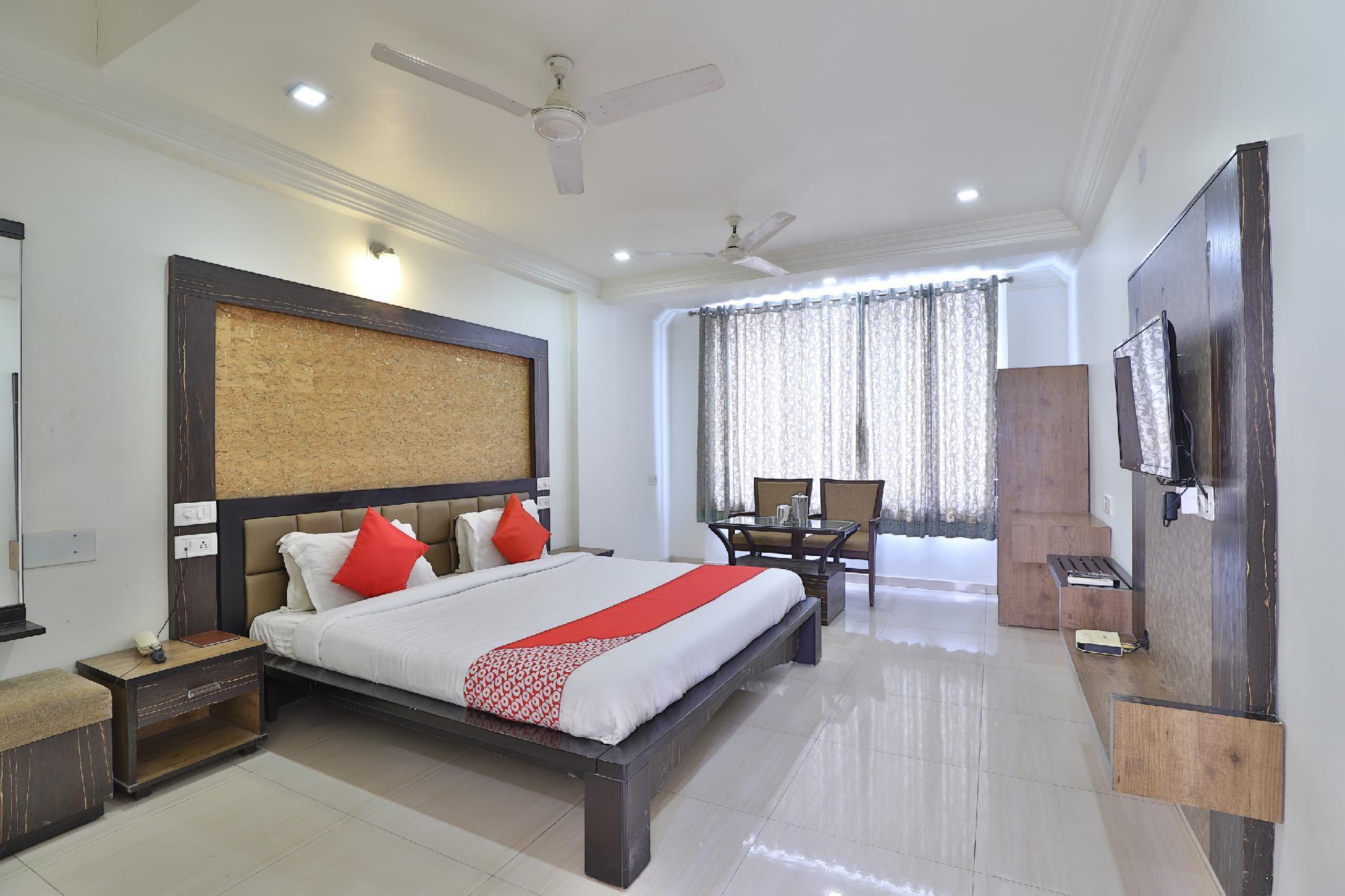 OYO 35376 Hotel Gangotri, Bharuch