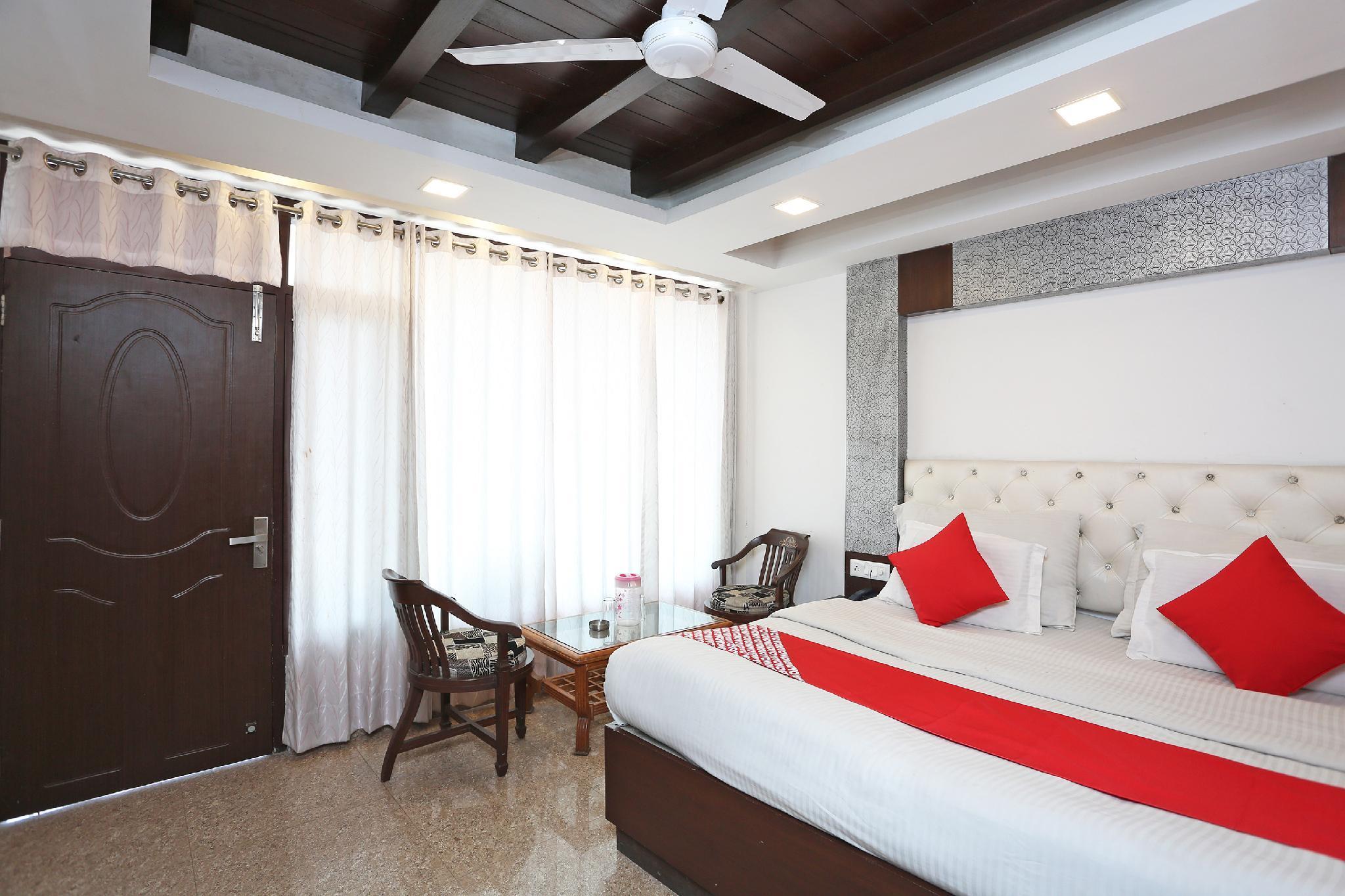 OYO 38389 Hotel Narsingh Plaza, Firozabad