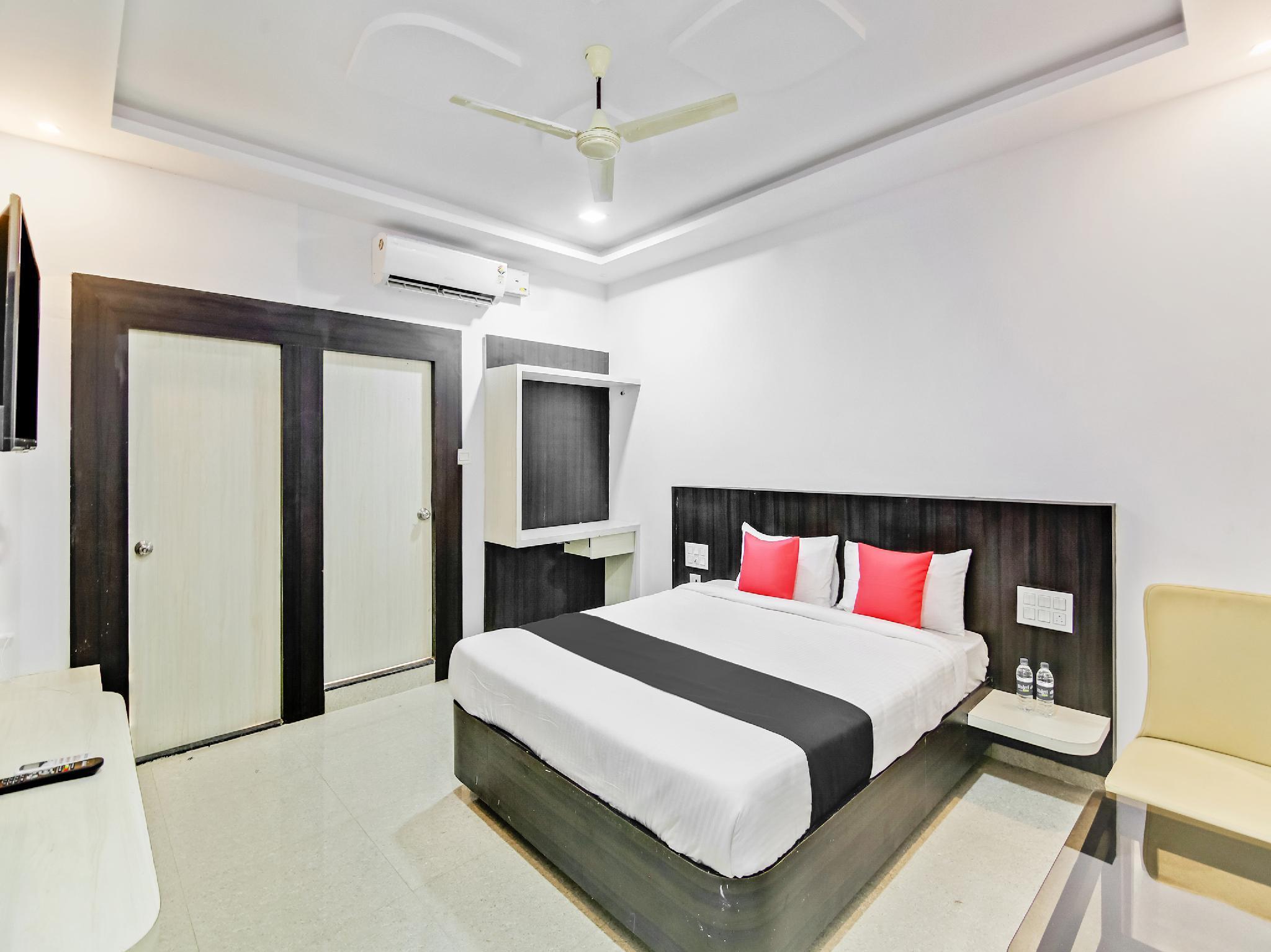 Capital O  35621 Hotel Durga International, Shimoga