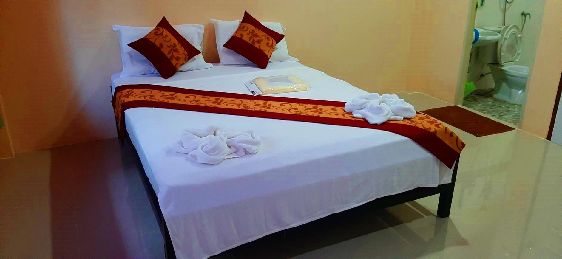 Khao Sok Leo Hostel, Phanom