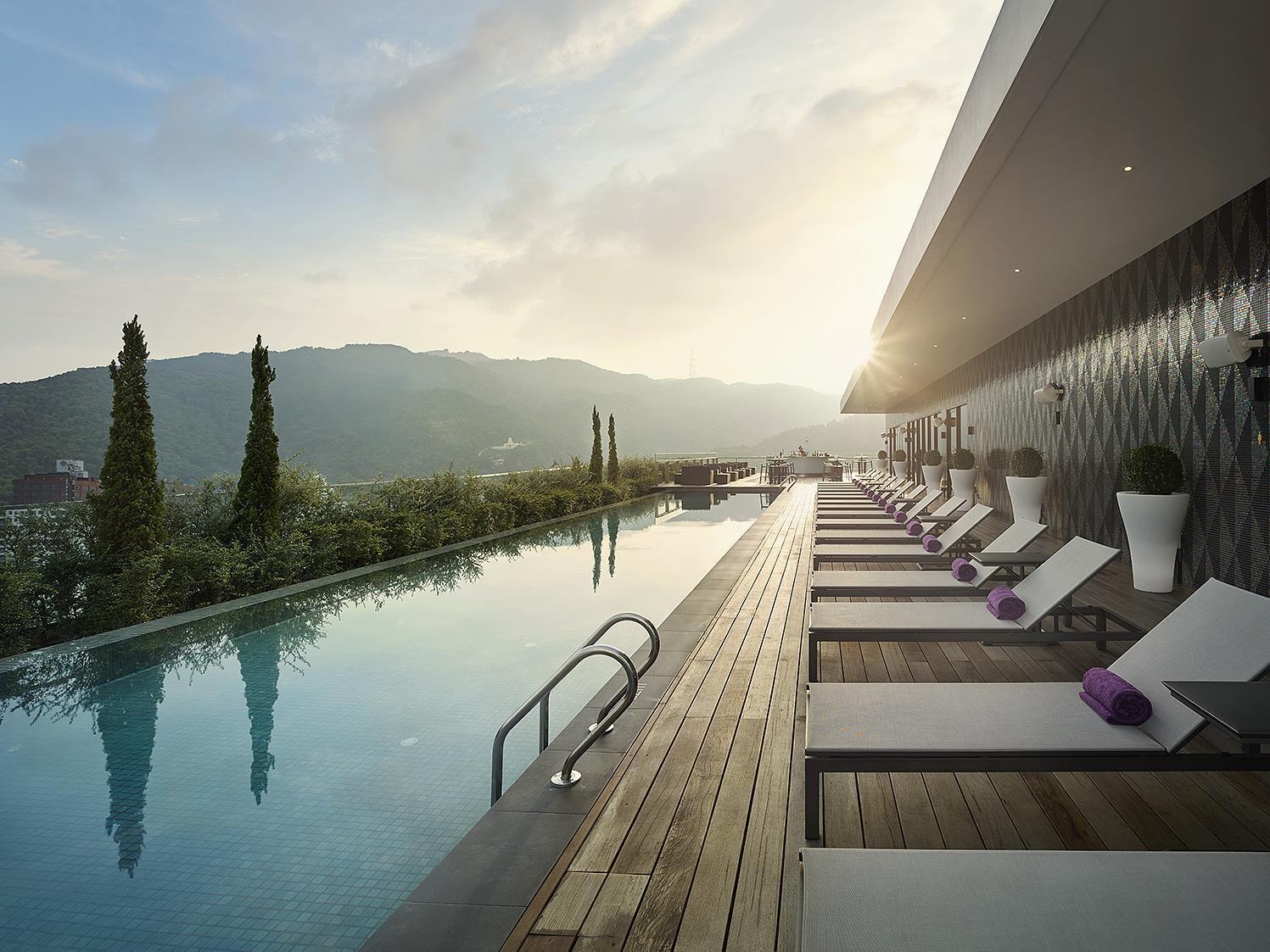 G hotel kelawai penang gurney drive malaysia hotels hotels55 for Gurney hotel penang swimming pool