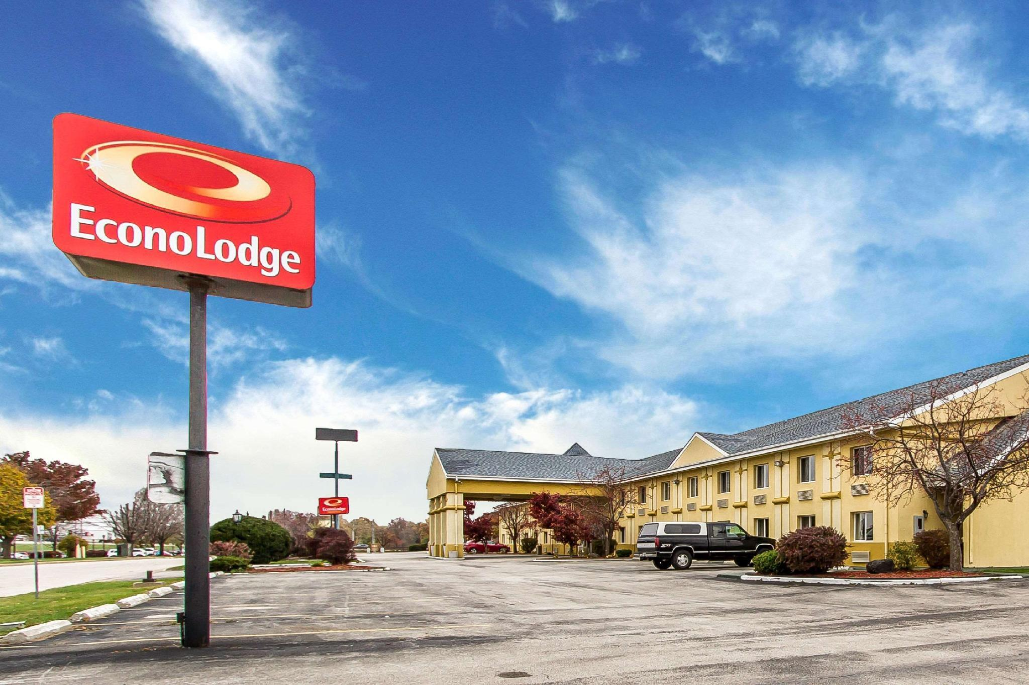Econo Lodge Inn and Suites Bloomington, McLean