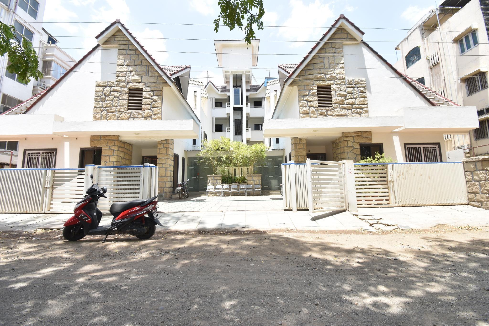 OYO 42018 Sweet Home Residency, Jalgaon