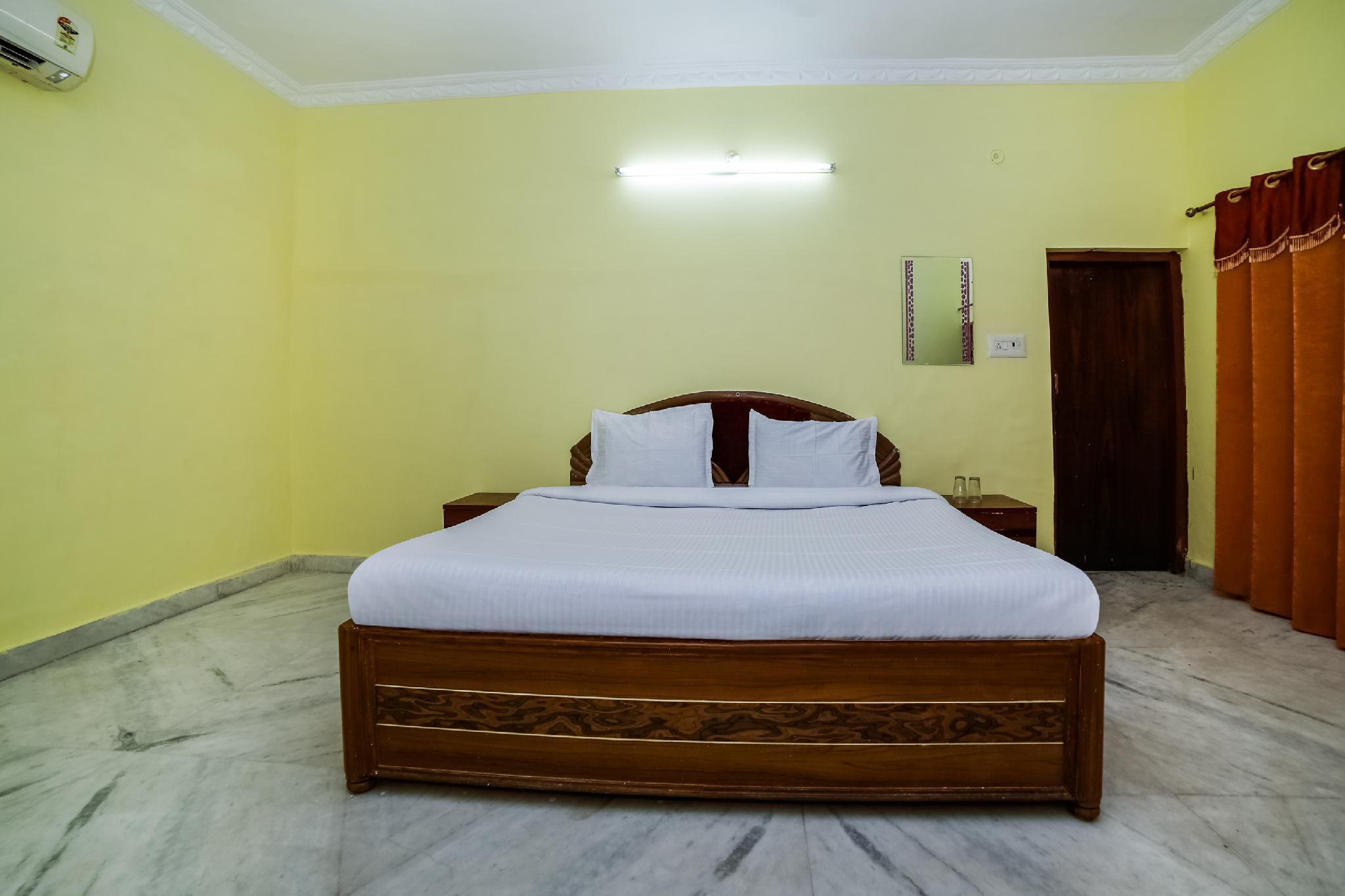 SPOT ON 39937 HOTEL SURYA, Tikamgarh