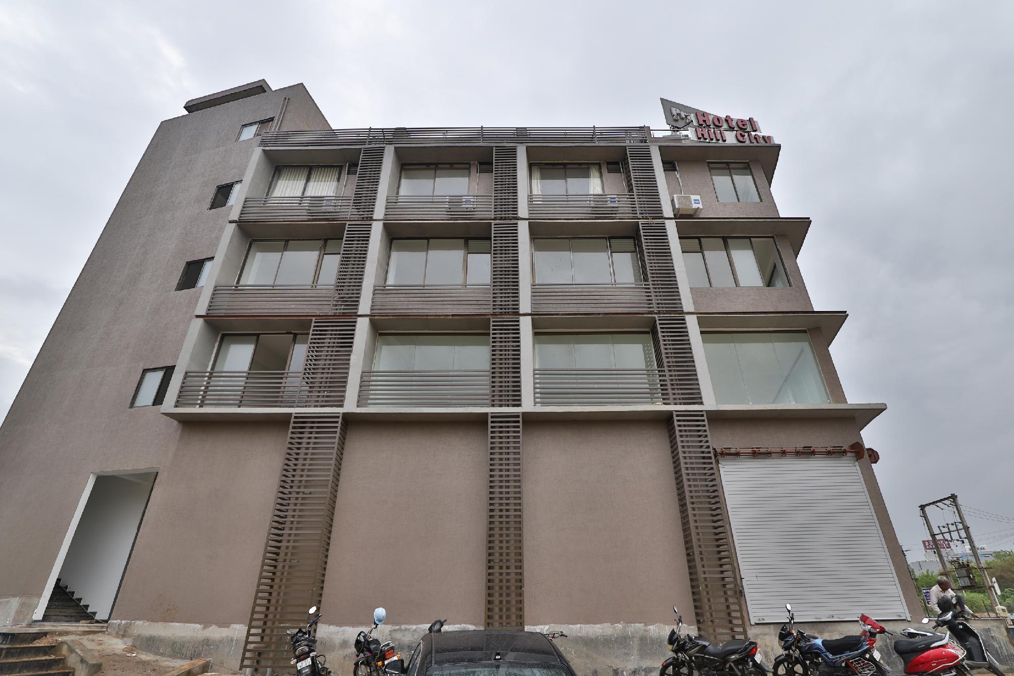 OYO 41875 Hotel Hill City, Gandhinagar
