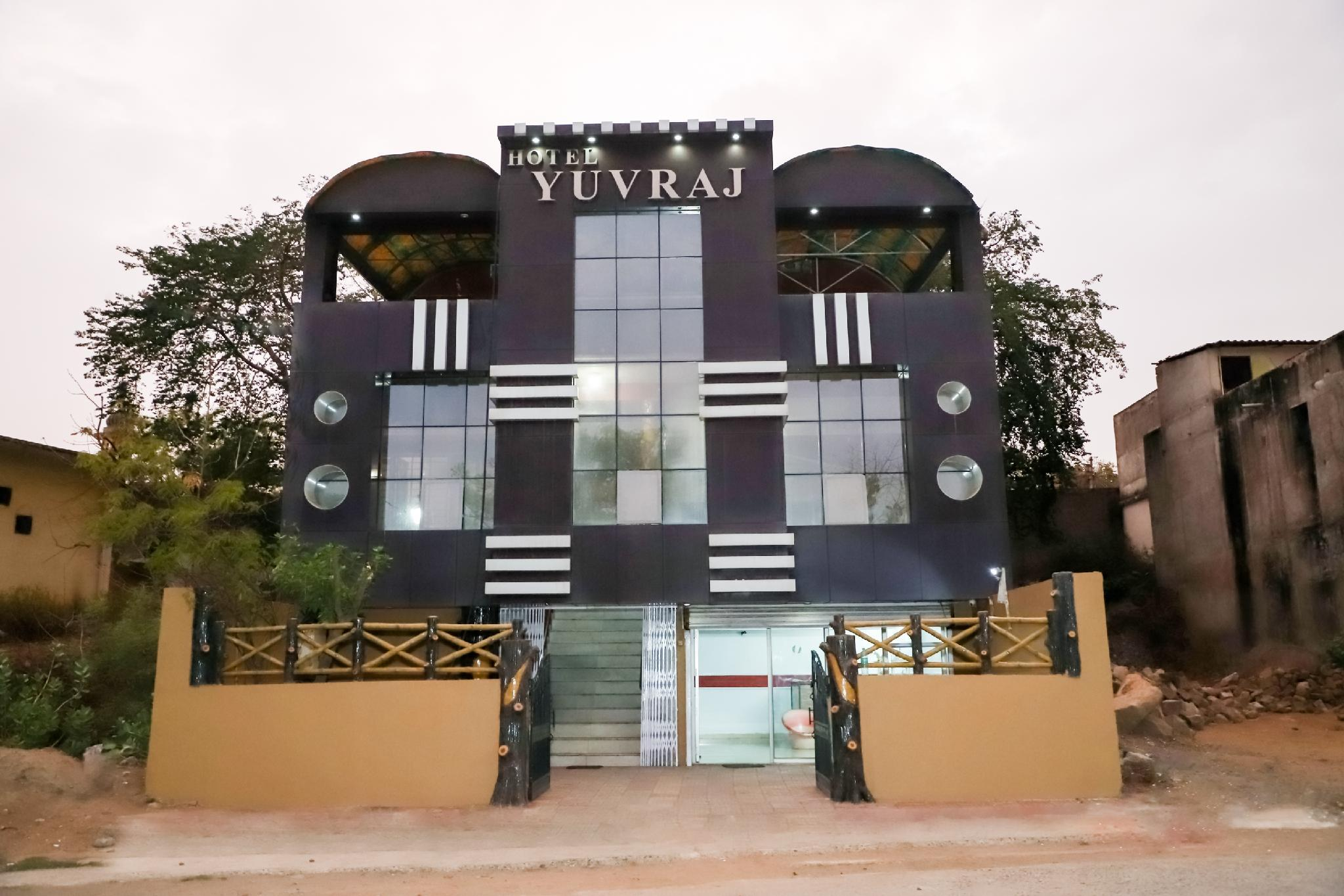 SPOT ON 41331 HOTEL YUVRAJ, Tikamgarh