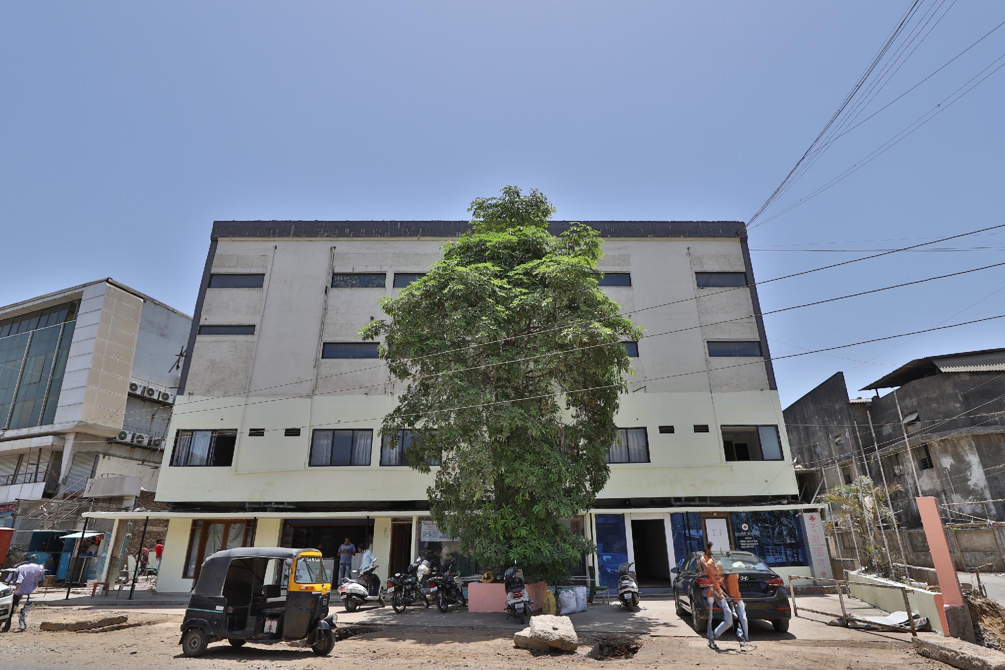 SPOT ON 39918 Hotel Pakas, Daman