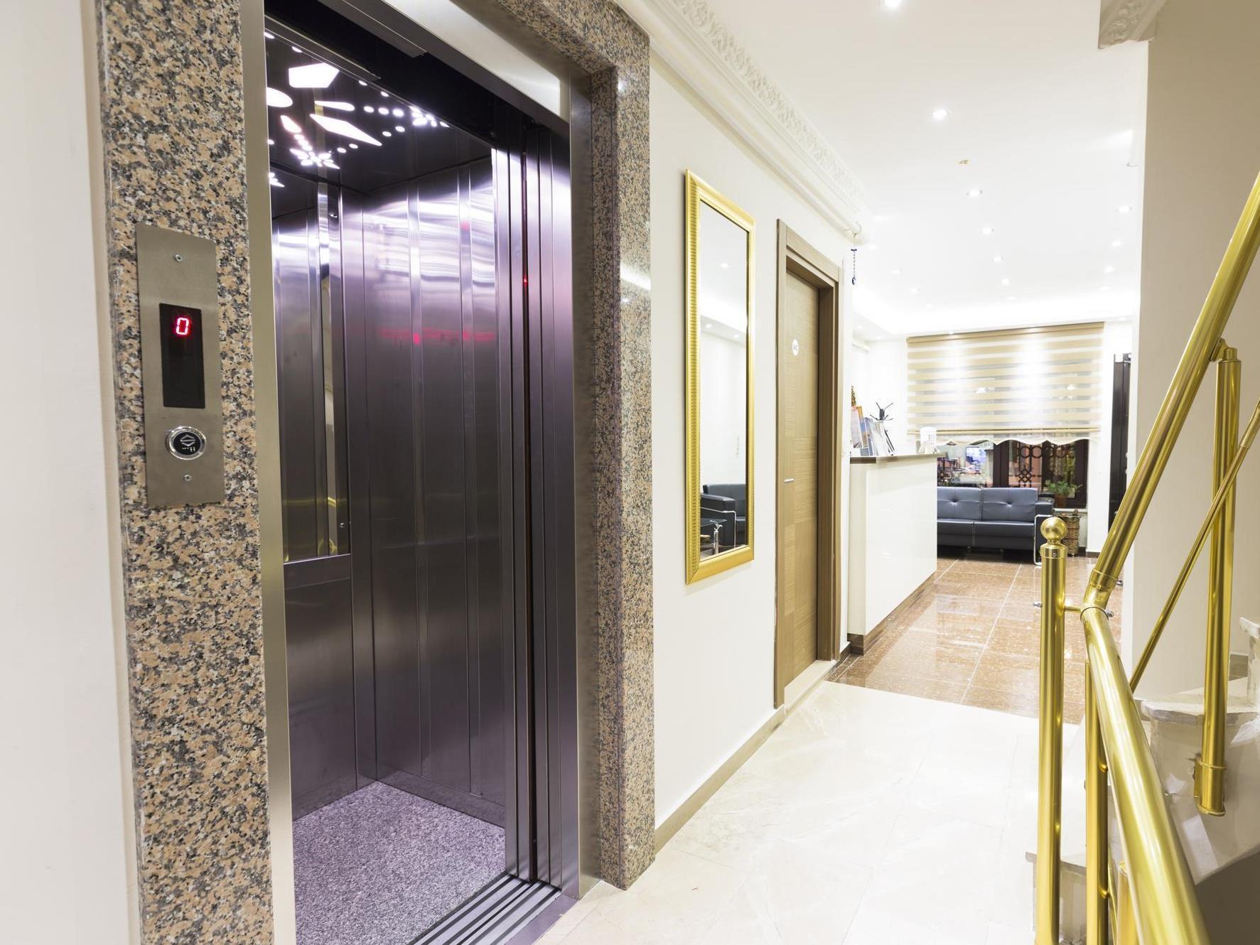 Zendy Suite Hotel,