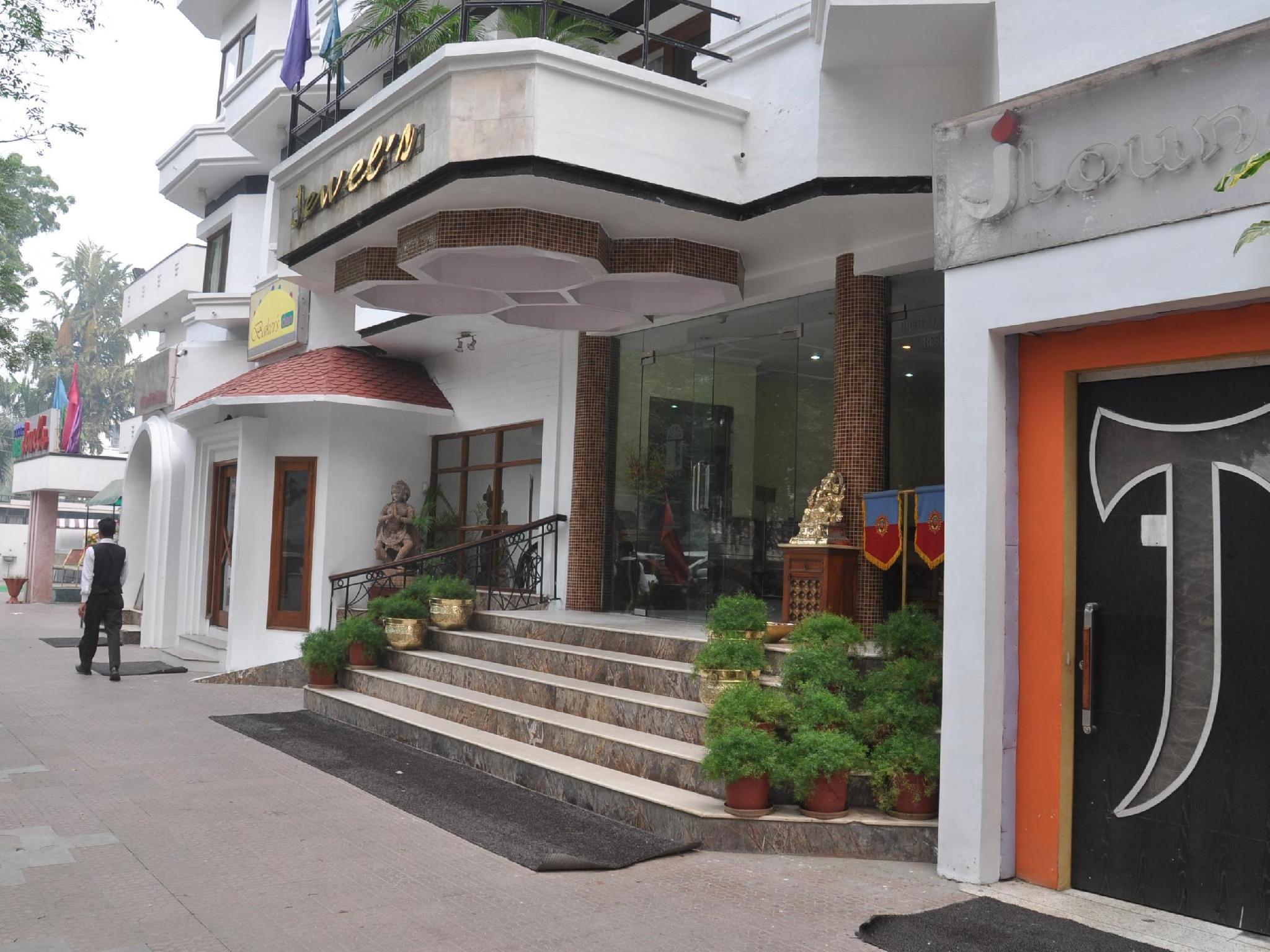 Hotel Jewels, Karnal