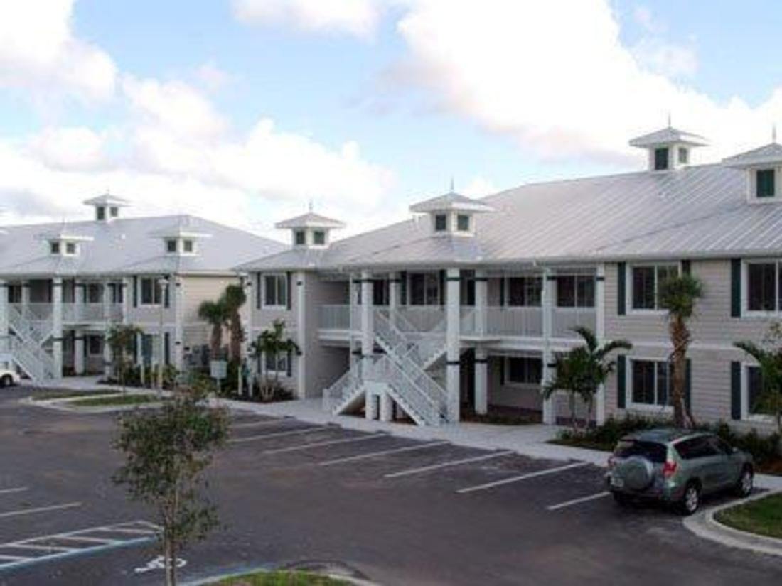 best price on greenlinks golf villas at lely resort. Black Bedroom Furniture Sets. Home Design Ideas