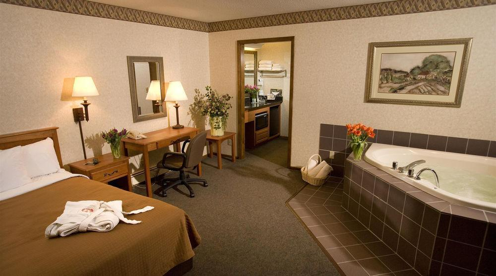 Quality Inn & Suites Detroit Lakes, Becker
