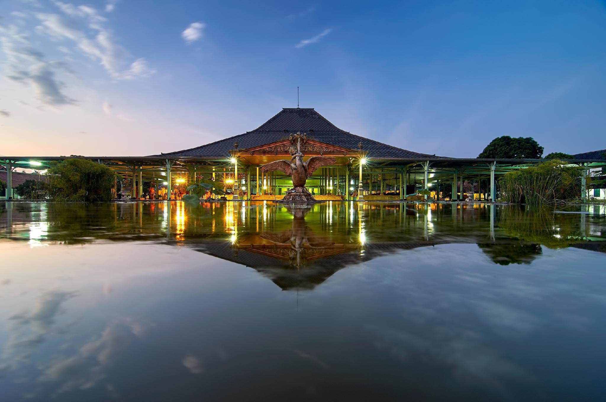 RedDoorz Plus near Solo Paragon Mall