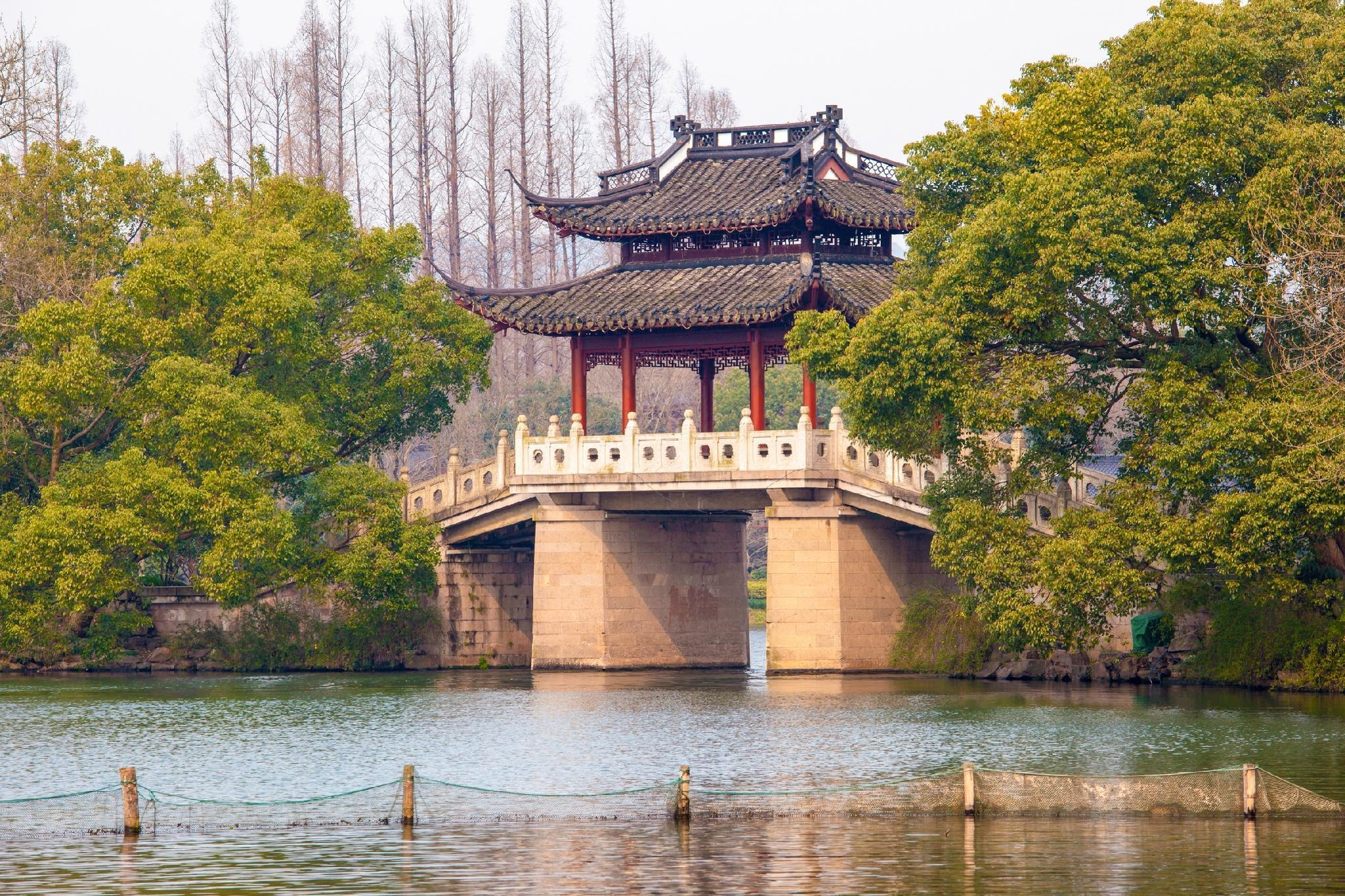 Seclusion Scenery of West lake Shangmanjuelong