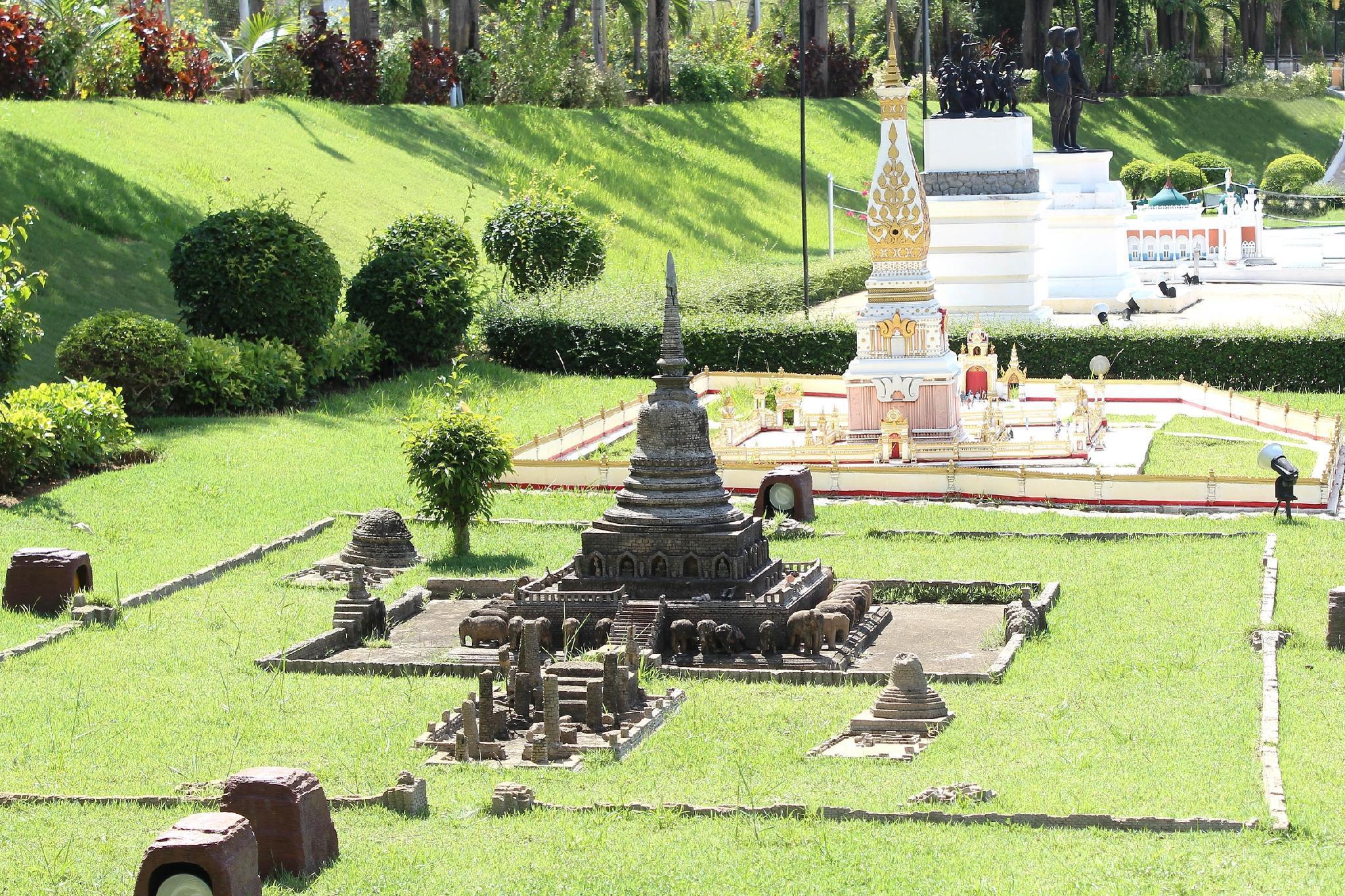 Brentwood Manor, Bang Lamung