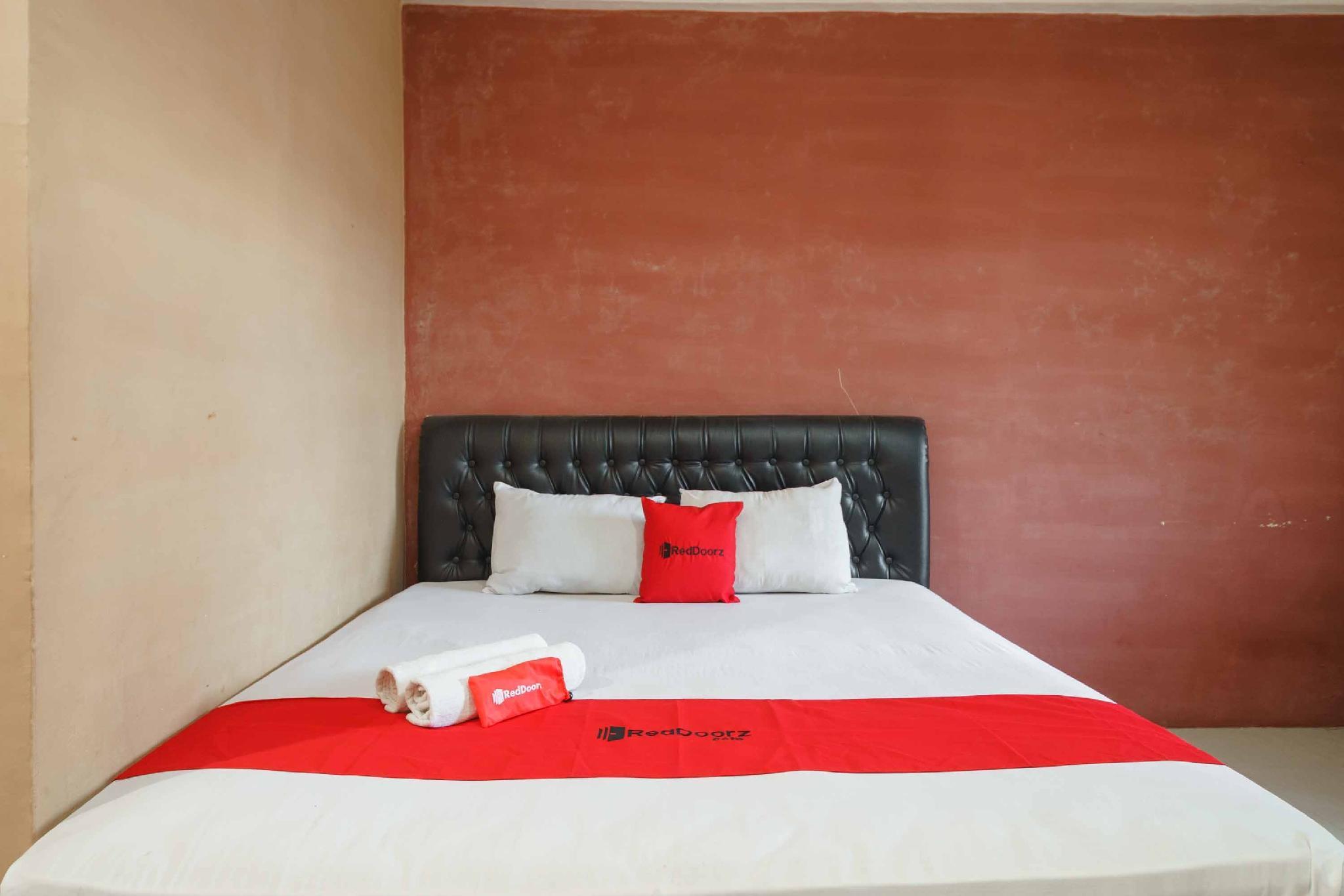 RedDoorz Syariah Hotel Enasti Berastagi, Karo