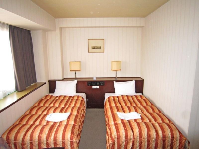 Hotel Thirty Miles, Ōme