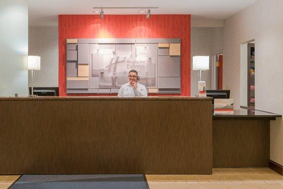 Holiday Inn Express & Suites Philadelphia - Mt. Laurel, Burlington