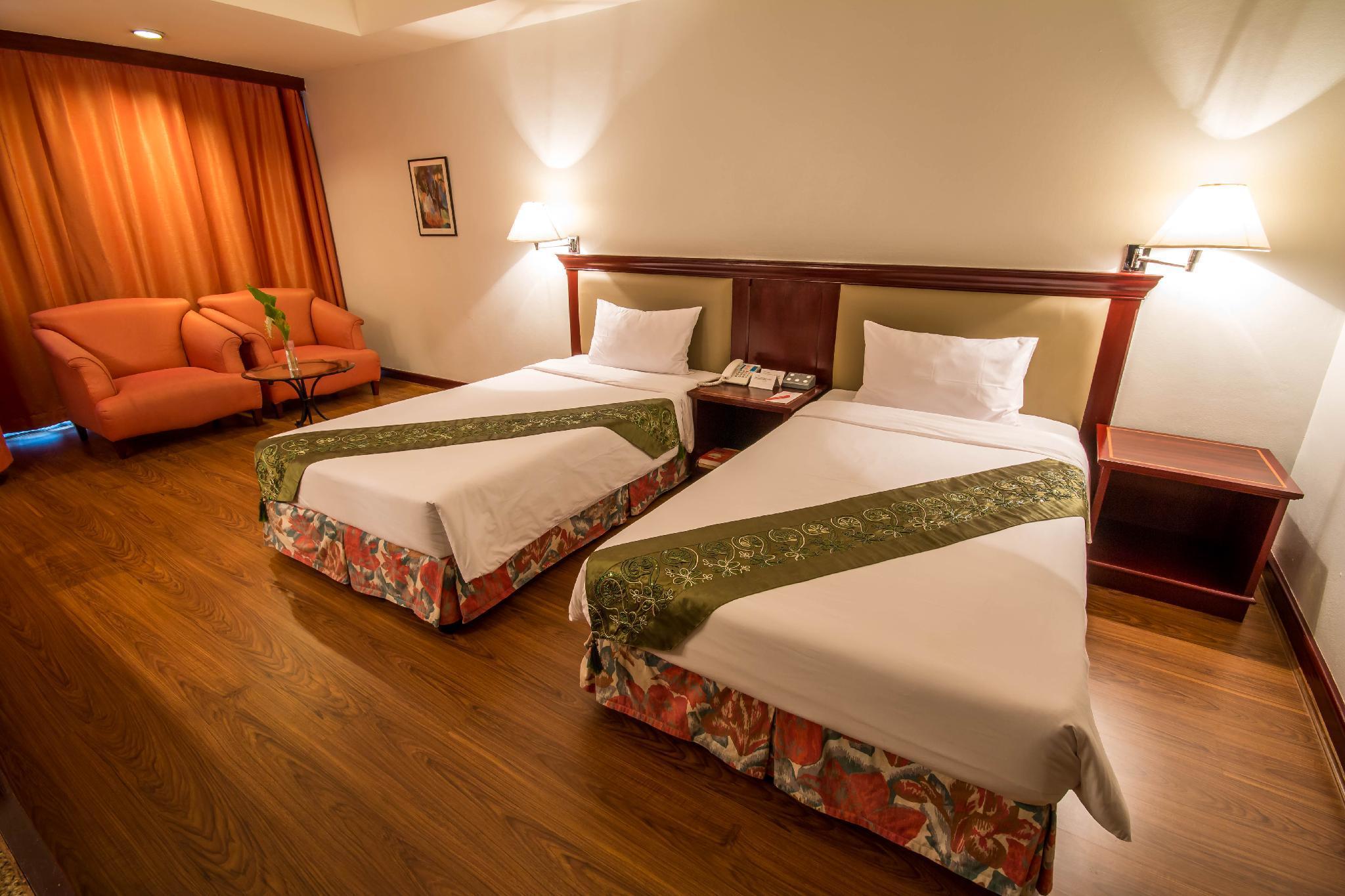 Tai Pan Hotel, Wattana