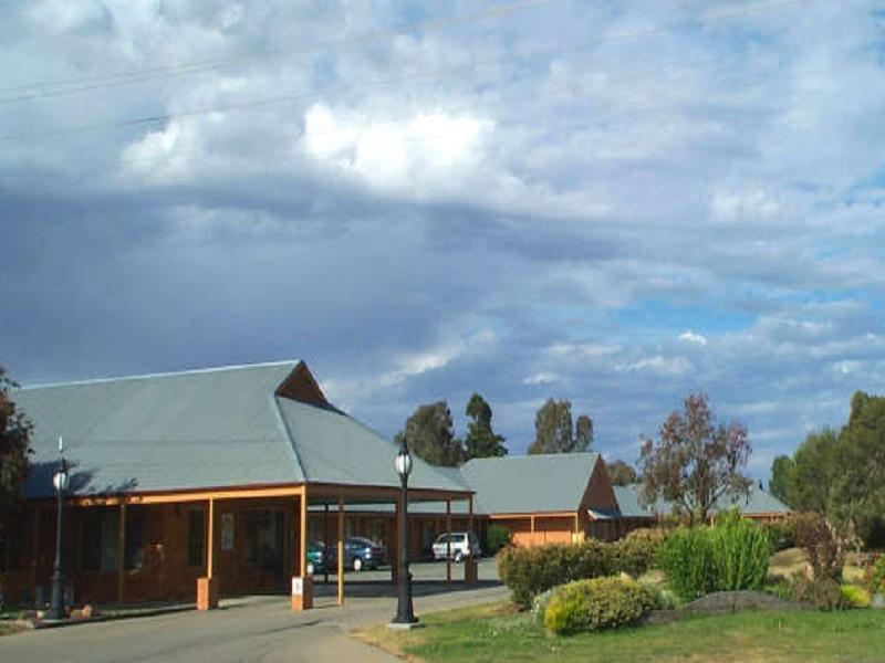 Bishop's Lodge Motor Inn, Hay