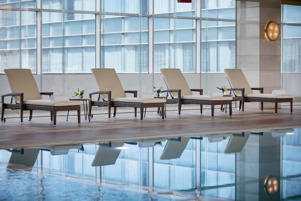 Renaissance Atyrau Hotel 游泳池