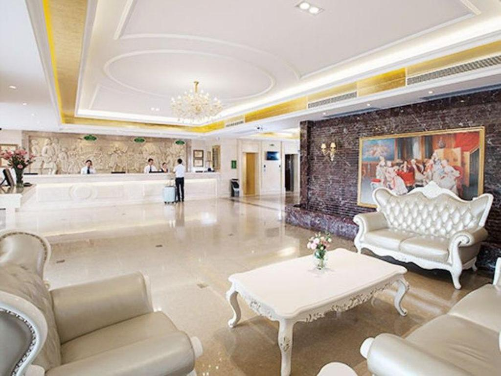 Best Price on Vienna Hotel Guangzhou Shaheding Metro