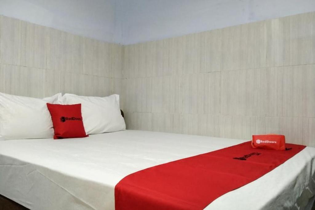 RedDoorz @ Hotel Surabaya Sumenep
