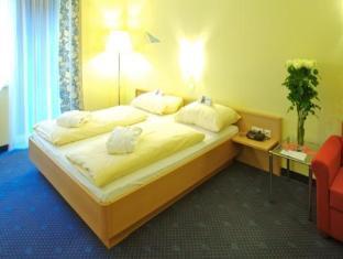 NOVAPARK.DAS Flugzeughotel, Graz