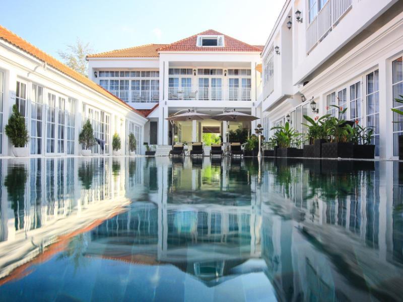 White Boutique Hotel & Residences