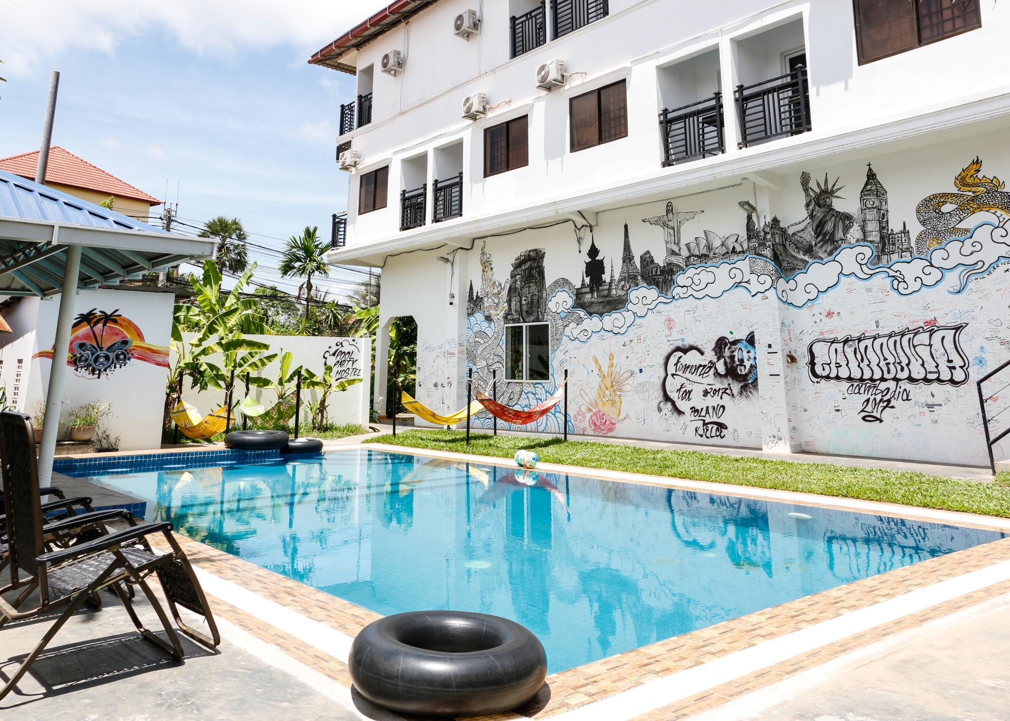 Pool Party Hostel,Siemréab
