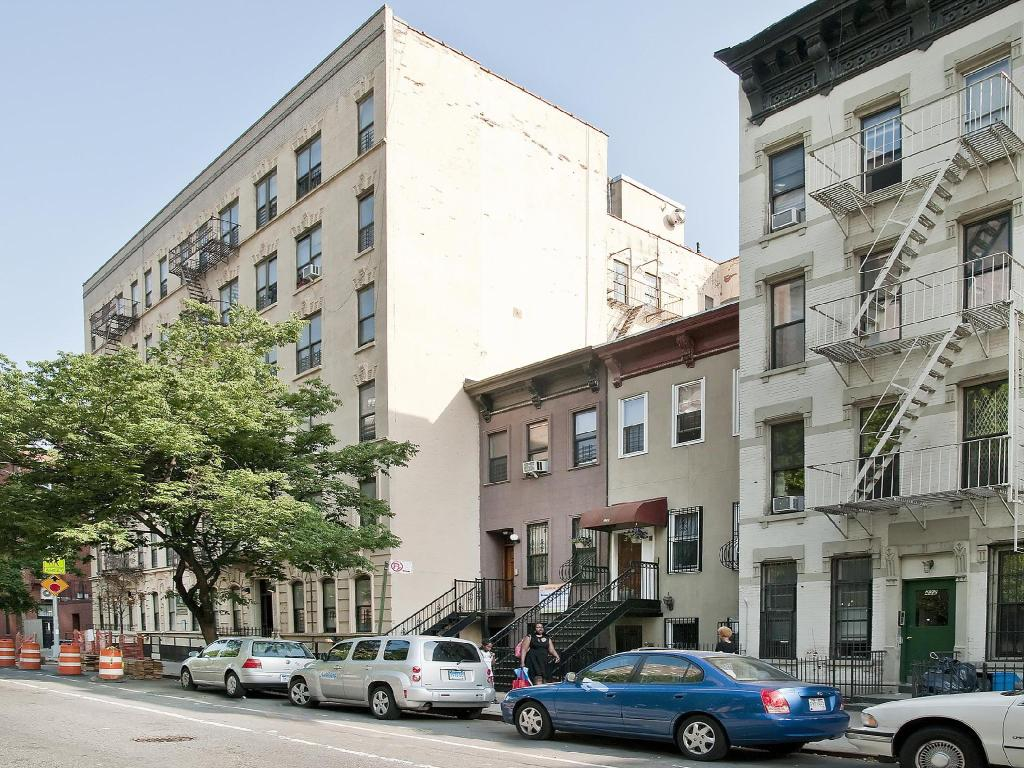 best price on superior harlem apartments in new york ny reviews. Black Bedroom Furniture Sets. Home Design Ideas