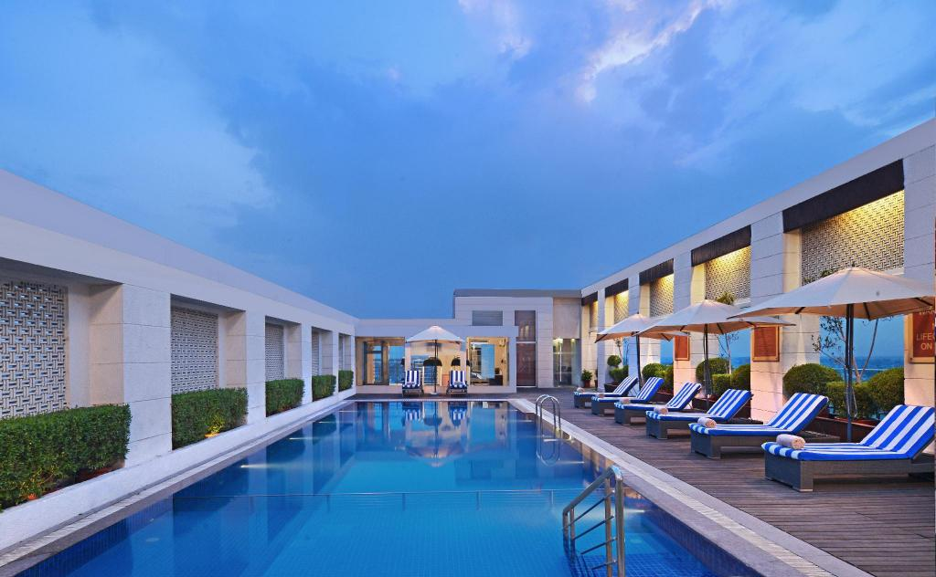 Radisson Hotel Agra 室外游泳池