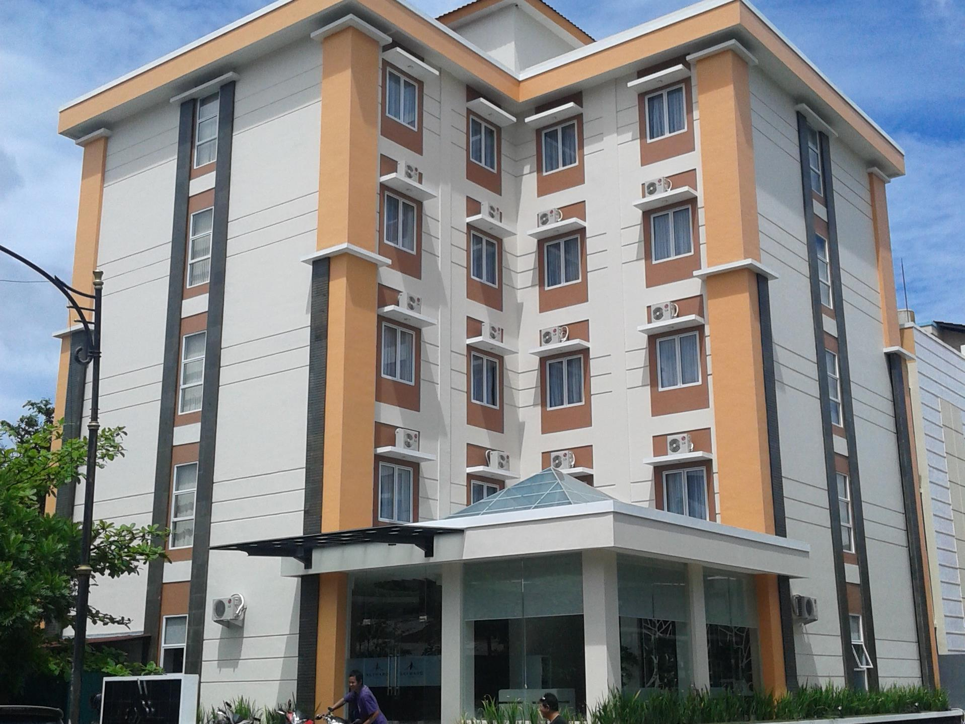 Skyward Hotel, Manado